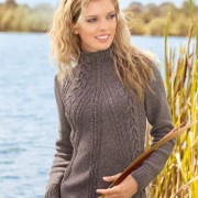Sweater with aran pattern on the diagonal