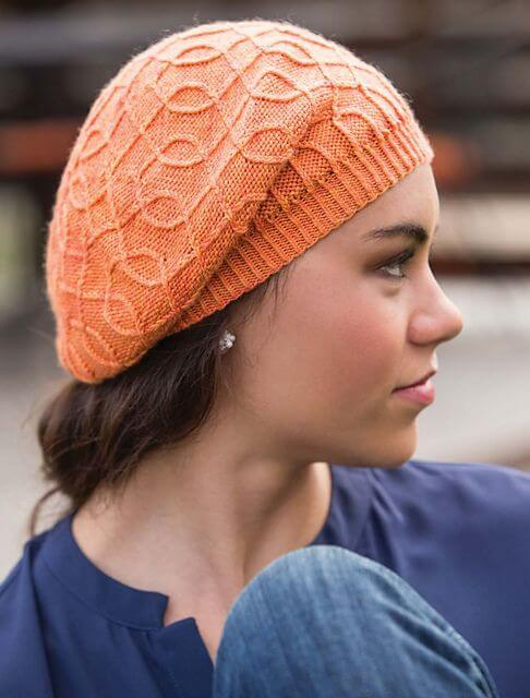 Beret with beautiful lines intersected
