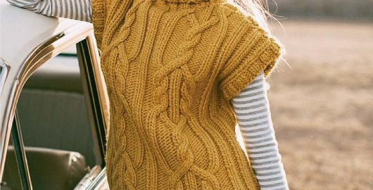 Golden vest knitted with thick yarn